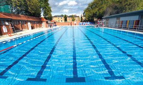 Hackney council makes splash with plans to keep london fields lido open longer hackney citizen for Open door swimming pool london